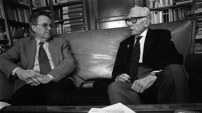 Los historiadores Santos Juliá (izquierda) y José María Jover, en un encuentro en Madrid en 1998.