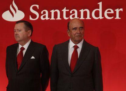 Alfredo Sáenz, exconsejero delegado del Santander, junto a Emilio Botín, presidente del banco, en enero.