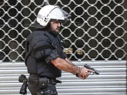 Los Mossos investigan la relación entre los hombres que se saltaron un control policial y los atentados