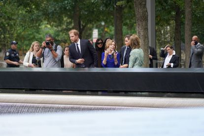 El príncipe Enrique de Inglaterra y Meghan Markle, en el memorial por las víctimas del 11-S, en Nueva York, el 23 de septiembre de 2021.