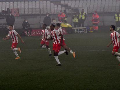 Los jugadores del Almería celebran el pase a cuartos de la Copa del Rey.
