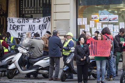 Varios grupos de personas protestan contra la pobreza energética