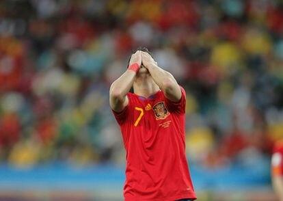 El delantero español se desespera ante todas las oportunidades perdidas.