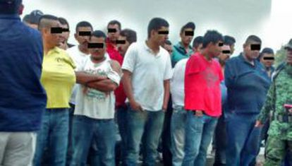 Detenidos tras la matanza investigada en Apatzingán, Michoacán.