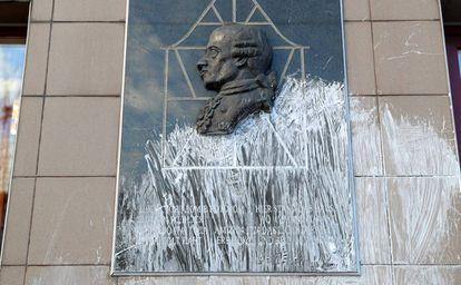 Placa en honor de Kant de Kaliningrado.