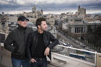 Arnaiz (izquierda) y Castromán, creadores de uno de los festivales más importantes del panorama musical nacional, el Mad Cool, en el Palacio de Cibeles de Madrid.