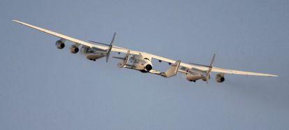 El avión SpaceShipTwo, de Virgin Galactic, durante unas pruebas