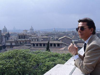 El diseñador Valentino Garavani fotografiado en Roma en 1991.