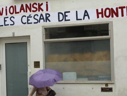 Protestas frente a la Academia de los César por las nominaciones de Roman Polanski