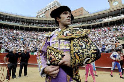 José Tomás, ayer durante el paseíllo en la plaza de toros de Valencia.