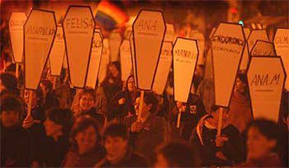 La manifestación por el Día de la Mujer que se celebró, en Valencia, hizo especial énfasis en la condena contra la violencia doméstica.   / SANTIAGO CARREGUÍ