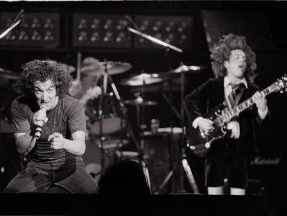 El vocalista Brian Johnson, izquierda, y el guitarrista Angus Young, en Reino Unido durante la gira de 1981.