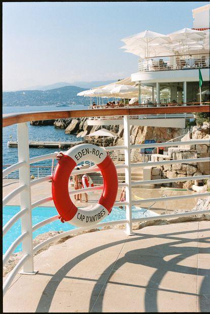 La piscina que retrató Slim Aarons ha cambiado, pero sigue pareciendo la mejor del mundo.