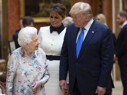 La reina Isabel recibe a Donald Trump.