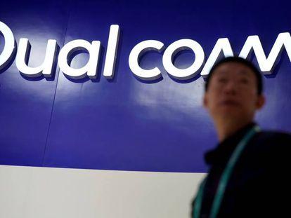 El logo de Qualcomm en un expositor