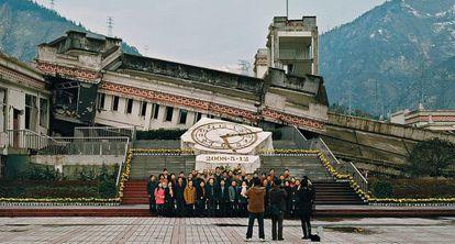 Turistas en las ruinas del terremotode Wenchuan (China).