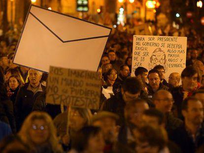 Un aspecto de la manifestación que recorrió el sábado las calles de Valencia contra los recortes.