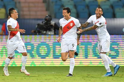 Gianluca Lapadula celebra su segundo gol contra Paraguay.