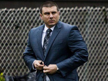 Daniel Pantaleo antes de personarse ante el tribunal disciplinario