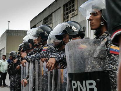 Miembros de la policía de Venezuela, en Caracas, en 2018.