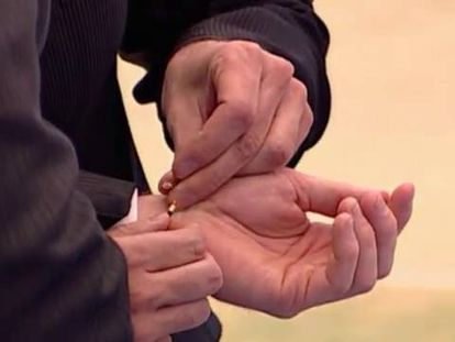 Campillo de Ranas se ha convertido, desde 2005, en el pueblo de bodas gais por excelencia.