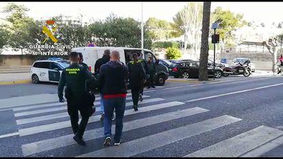 Momento de la detención, el pasado 23 de febrero, de miembros de la banda motera dedicada al tráfico de marihuana en la provincia de Alicante.