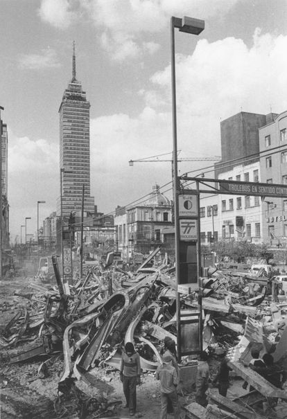 Some collapsed buildings near the Latin American Tower in the 1985 earthquake.