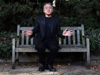 El escritor británico Kazuo Ishiguro, de 62 años, ha sido galardonado con el Nobel de Literatura. Es el segundo autor en lengua inglesa consecutivo que consigue el premio, tras Bob Dylan el año pasado