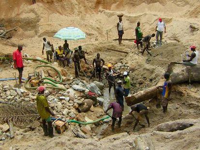 Mina de diamantes en Sierra Leona.