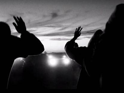Fotograma del documental virtual 'Carne y arena'. En vídeo, Iñárritu recibe un Oscar por el proyecto de realidad virtual.