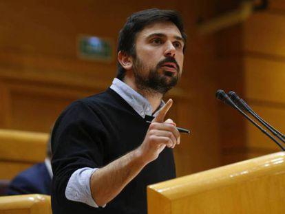 Ramón Espinar, en el Senado. En vídeo, Ramón Espinar carga contra Iglesias y Montero.