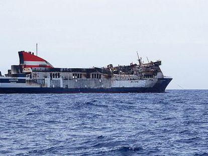 Traslado del ferry 'Sorrento' a Sagunto.