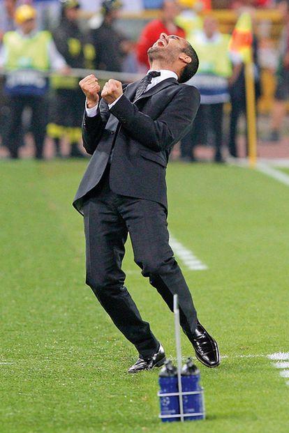 <b>Guardiola salta de alegría tras el segundo gol del Barça en la final de la Liga de Campeones en el estadio Olímpico de Roma. Resultado: Barcelona 2-Manchester United 0.</b>