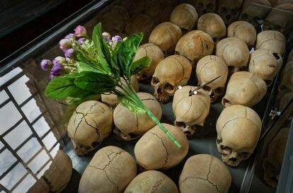 Cráneos de las víctimas asesinadas en 1994 en la iglesia de Ntarama, Ruanda, homenajeadas durante el 25 aniversario del genocidio, el pasado 5 de abril.