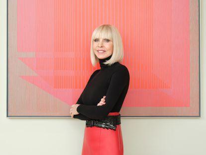 La empresaria y filántropa Grazyna Kulczyk frente a una pieza de su colección