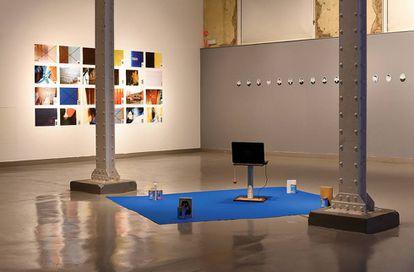 Afotos (No pic) es el nombre de una de las últimas exposiciones de Andrés Galeano. En ella reflexiona sobre la ausencia de imagen, cuando no hay nada que ver
