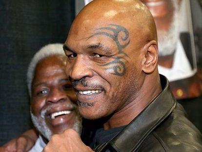 Mike Tyson, junto al exjugador de fútbol Earl Campbell, en Texas.