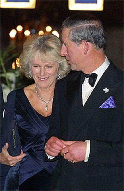 Camilla Parker-Bowles y el príncipe Carlos, ayer en Londres.