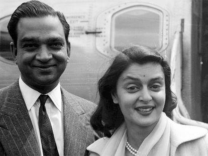 Gayatri Devi y su marido, el marajá de Jaipur, en 1956.