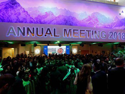 Público a la entrada del discurso de Donald Trump en el Foro Económico Mundial de Davos (Suiza).