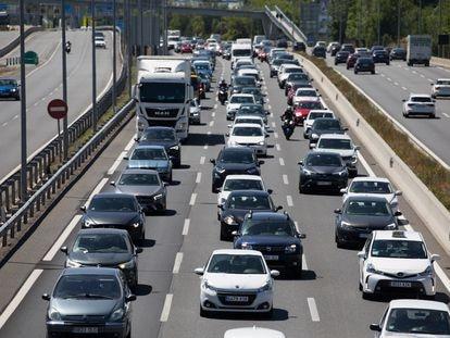 Atasco en la autovía A-2 en Madrid.