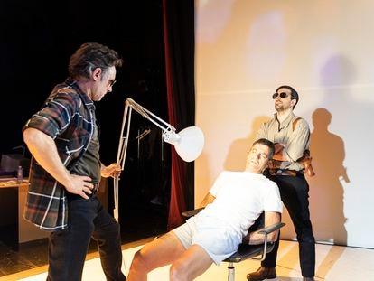 Escena de 'Los papeles de Sísifo', obra de Harkaitz Cano.