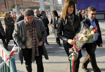 La consejera Idoia Mendia encabeza el acto de homenaje del Gobierno vasco junto a los representantes de UGT y CC OO.