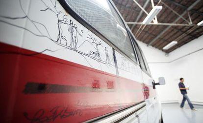 Detalle de un dibujo en una ambulancia del artista portugués Jose Ribeiro.