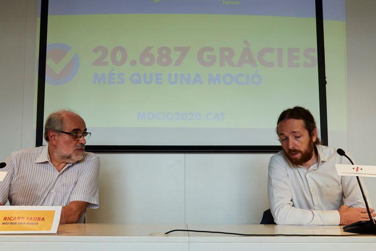 Los portavoces de la plataforma Més que una moció, Ricard Faura y Marc Duch, este jueves, tras ser validadas las firmas para la moción de censura contra Bartomeu.