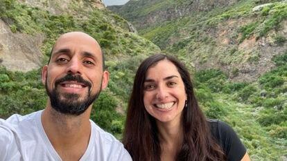 Carlos Jonay Sánchez y Elsa Rodríguez, impulsores de Pueblos Remotos, en una imagen en Icod de los Vinos (Tenerife) en abril de 2021