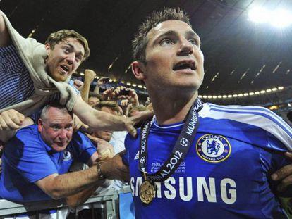 Lampard festeja la Champions con el Chelsea.