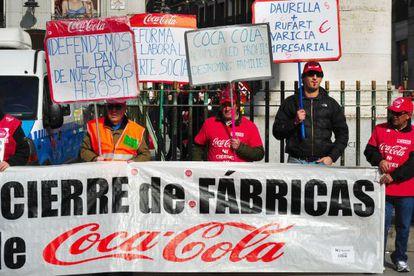 Trabajadores de Coca-Cola, en una protesta en Madrid.