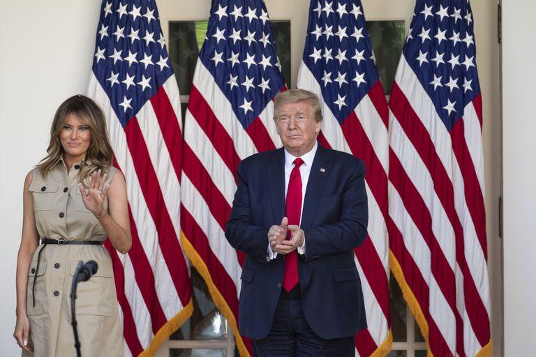 Trump, junto a su mujer, Melania, este jueves en la Casa Blanca en Washington.