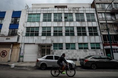 Fachada del edificio ubicado en la calle Manuel Márquez Sterling número 15 del Centro Histórico de Ciudad de México.
